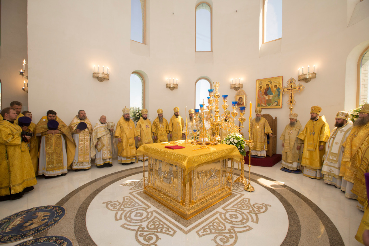 Божественная литургия с Чином Великого освящения храма